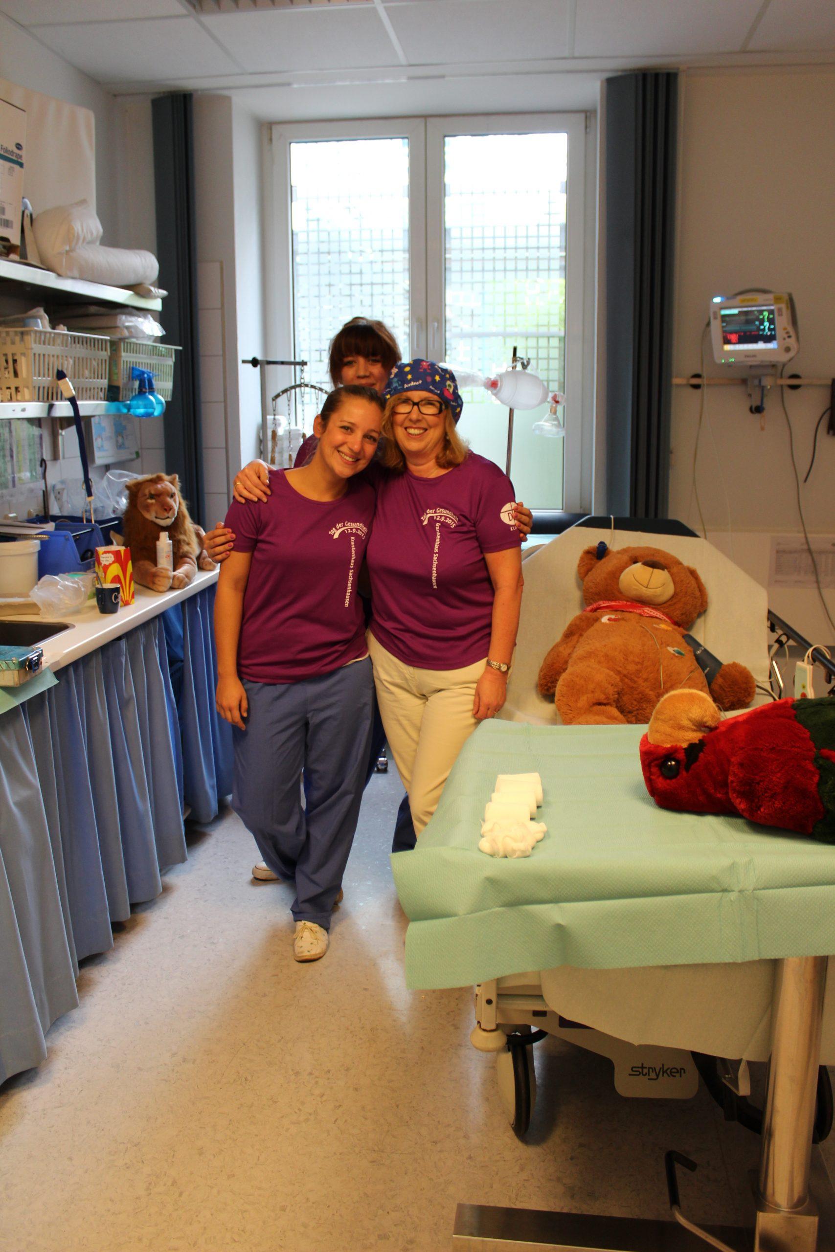 Den Preis für die Klinik nahmen entgegen (von li. nach re.) Pflegedienstleiter Gebhard Kölly und Pflegedirektor Gerd Haselhorst sowie für das Stationsteam Feldberg 1 Martin Groß und Nicolette Schmidt.