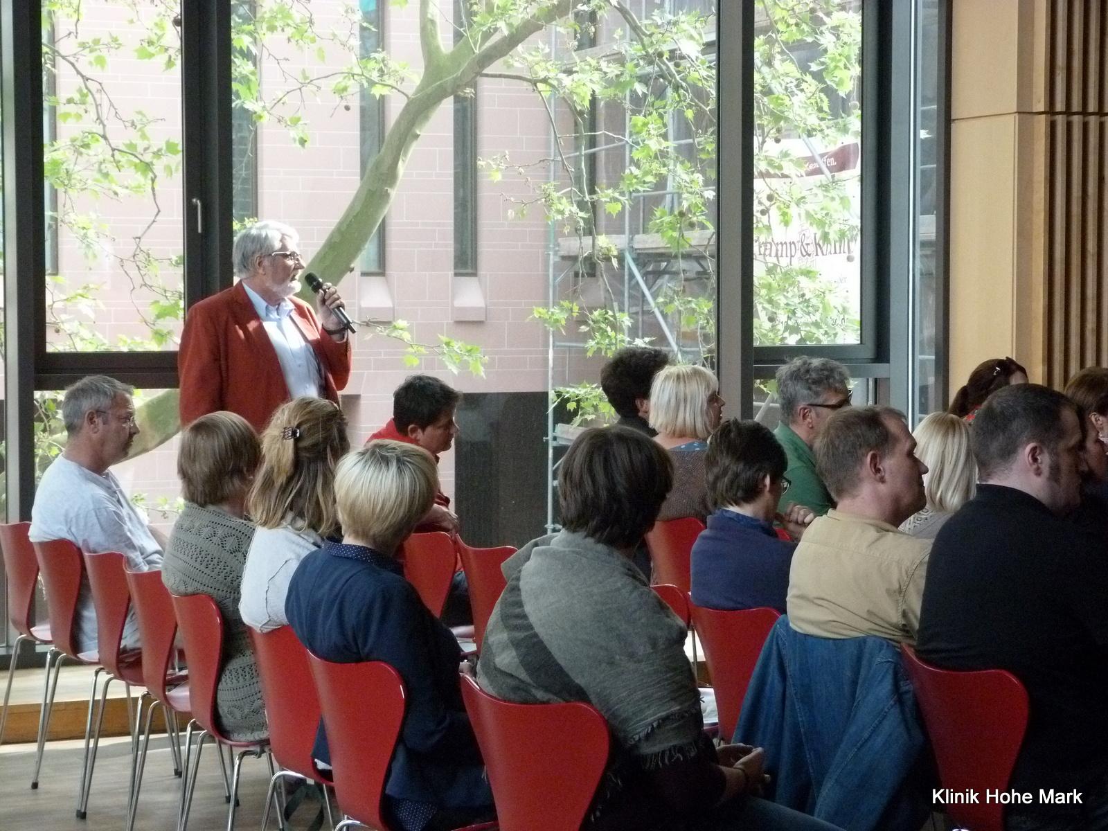 Grußwort der Frankfurter Stadträtin Rosemarie Heilig. Großer Saal im Haus am Dom, Frankfurt Julia Voigt und Chefarzt Dr. Dietmar Seehuber Fragen aus dem Publikum